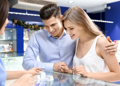 Buying a Diamond Engagement Ring? Questions a Jeweler Will Ask